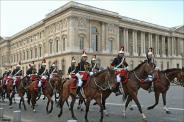 La garde republicaine devant le palais du louvre
